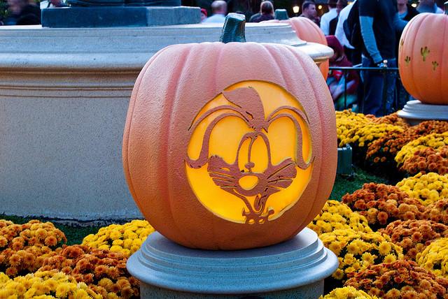Original title Halloween at Disneyland - http://www.flickr.com/photos/79172203@N00/4027845261/in/photolist-78VL4X-djv1TU-78VLMt-78ZMjL-78ZMsu-78VJg4-78ZM9h-78VMbH-djv23R-78VSm2-78VJJc-78ZLTq-78ZBN5-djuZxS-djv1F2-djuSmP-78VLpn-djuB6j-78VNUi-djuAEP-78ZA4w-djuAQ5-78VMMz-djv1iP-78VSiz-78ZMJu-5t8HXf-aw6Aqp-8PMmv1-8PJhBP-8PMmZf-8PMmzQ-8PJhsB-8PvnDQ-eXAL64-4sAZR-5uo3S6-8PwBmk-do7BtV-5z4wyG-5z4xEo-5yZee2-5z4wrd-5z4wMA-5z4xdo-5z4xnE-5yZffZ-5yZes4-aAg1Lp-5wxvzT-8JCsHW