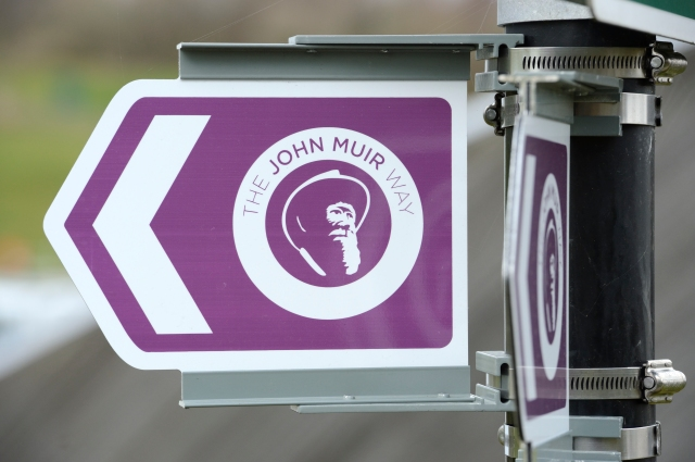New waymark signage on the John Muir Way. March 2014. ©Lorne Gill/SNH
