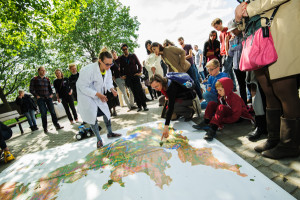 Dr Hannam at an earlier Soapbox Science event in London promoting soil-science (Source: L'Oreal/Soapbox Science)