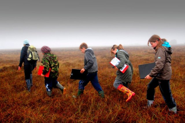 Blackridge Primary School pupils at Blawhorn Moss NNR. © Dougie Barnett/SNH