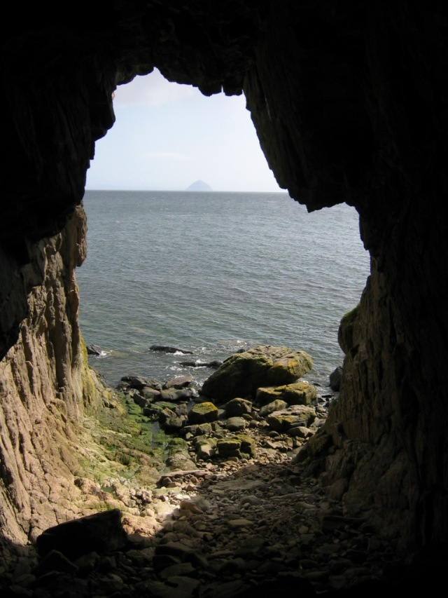 Kings Cave between Machrie and Blackwaterfoot.
