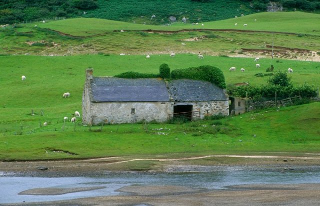 Old house and barn. Invernaver. ©George Logan/SNH.
