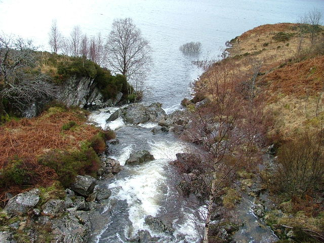 Allt Choire a' Chait As it flows into Loch Cluanie. © Dave Fergusson