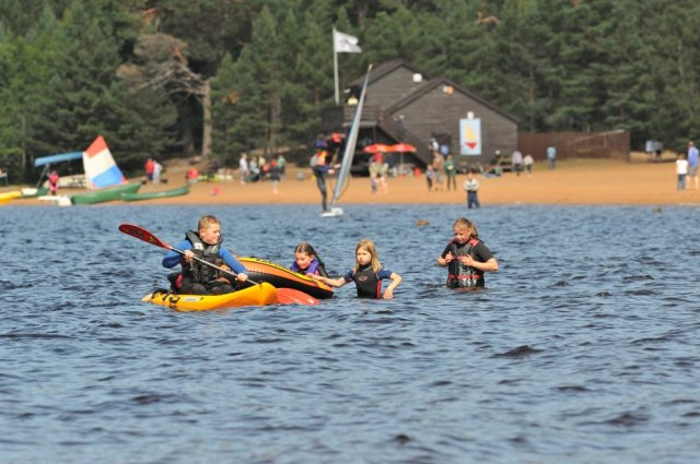 Watersports at Loch Morlich. ©Lorne Gill/SNH
