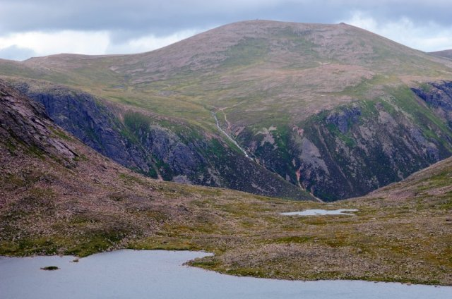 View over Loch Etchachan to Cairngorm, Cairngorm National Park, Grampian Area. ©Lorne Gill/SNH