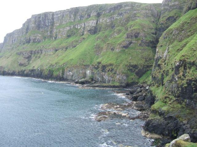 Sea cliffs on Canna. © Simon Foster