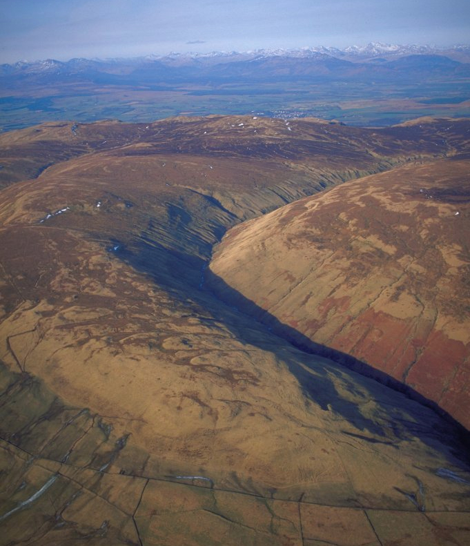 A classic catchment in the Southern Uplands ideal for studying interactions between peat erosion, carbon budgets and water quality. ©P and A Macdonald
