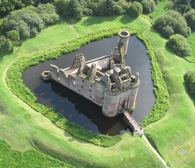 Caerlaverock Castle from the Air. © Simon Ledingham from Geograph.org.uk. Creative Commons