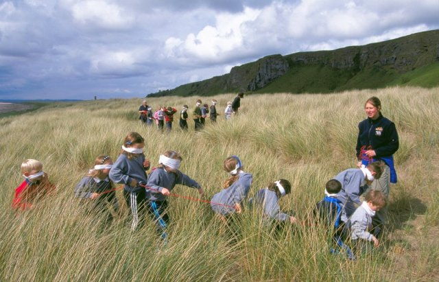 Outdoor classroom at St.Cyrus NNR, Aberdeenshire. © Lorne Gill/SNH