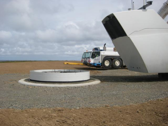 Repowering at Spurness Wind Farm in Orkney in 2012. The image shows one of five new 2MW VESTA turbine models being installed to replace the three original turbines. © Kenny Taylor/SNH