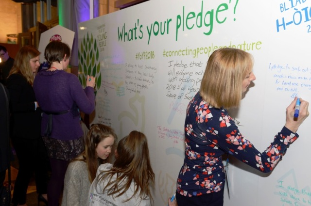 The centrepiece of the Parliament Reception – the Pledge Wall – encouraged guests to share their what they will do for young people and nature in 2018. © Lorne Gill/SNH