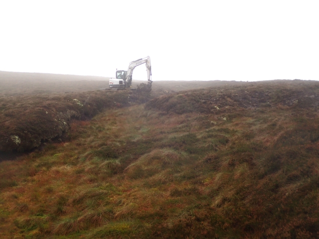 Glendinnings Ground Works Ltd carrying out hag reprofiling at Dryhope ©Tweed Forum