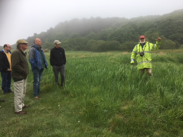 Tony Seymour, conservation advisor at The Farm Environment Ltd, leading a discussion about less economically productive areas of farmland. (c)Alison Shepherd
