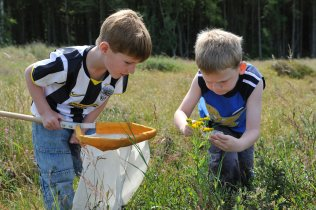 Young visitors at the Tentsmuir NNR openday July 2009. Forth and Borders Area. ©Lorne Gill/SNH.