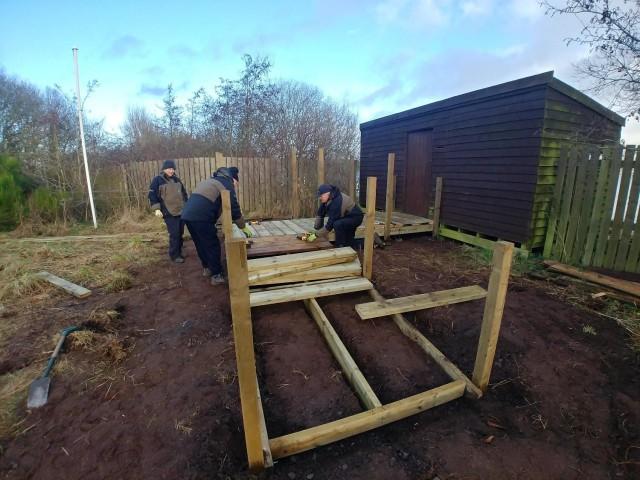 Volunteers building the new ramp at Burleigh hide low res
